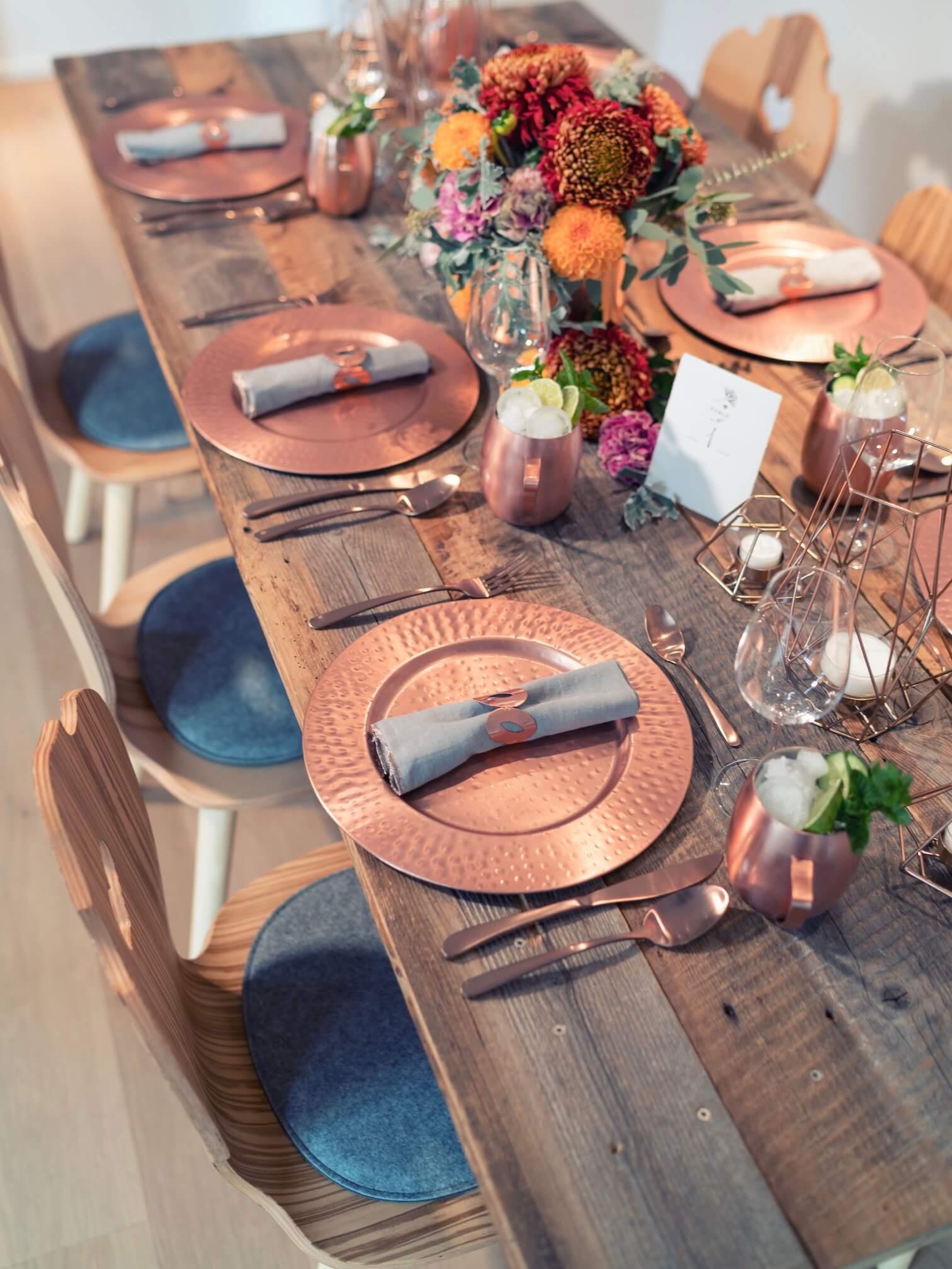 Kupfer-Platzteller auf Hochzeitstafel mit Moscow Mule