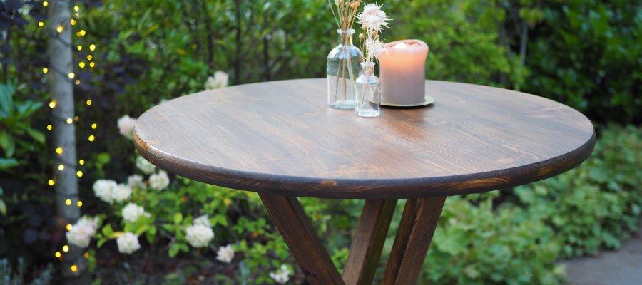 Stehtische aus Holz für Gartenparty mieten