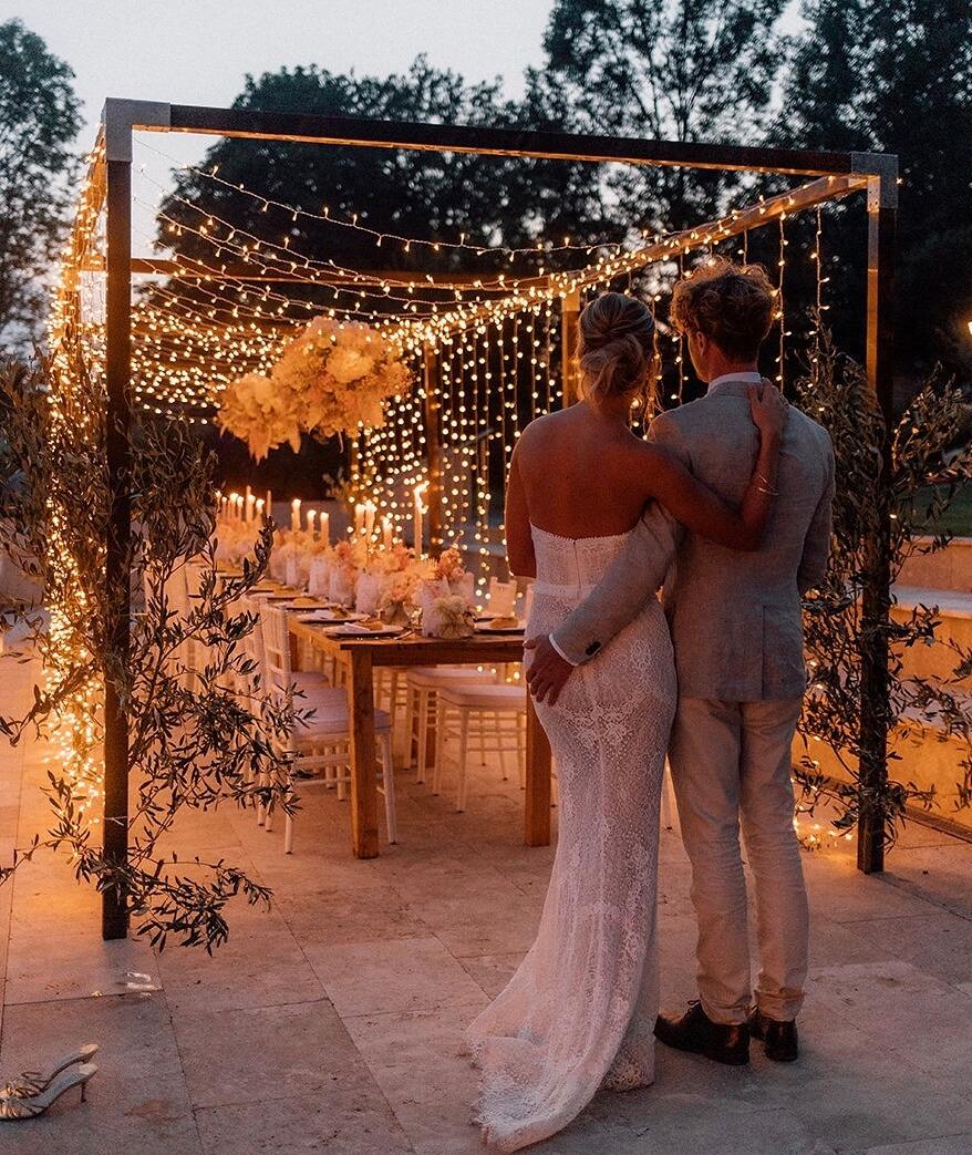 Holzhalterung Lichterketten für Hochzeit im Garten