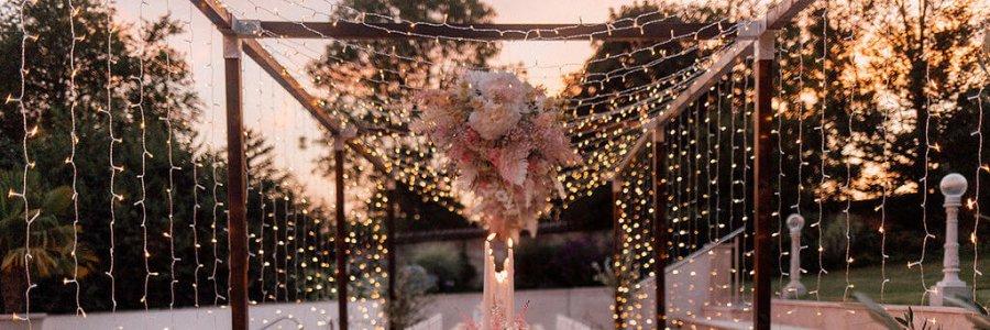 Romantische Hochzeitstafel im Garten