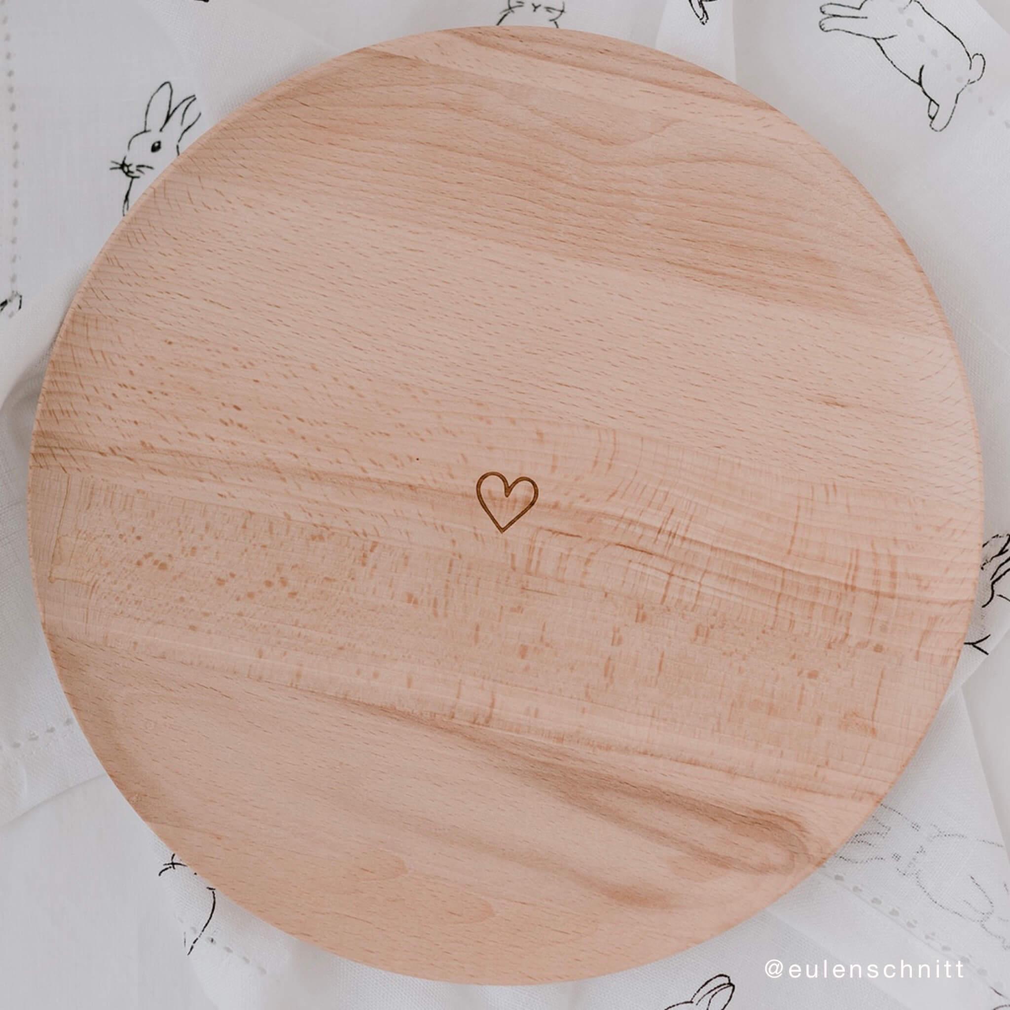 Platzteller aus Holz mit Herz